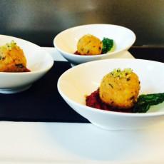 Crocchetta di quinoa con crema di rapa- menu vegano- max&kitchen catering milano