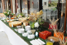 GAIA & JILL buffet rustico con prato vero