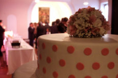 max&kitchen catering milano torta di cerimonia a poua battesimo bouquette