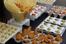 PR Laboratory max&kitchen catering milano press day buffet cubo di parmigiano reggiano finger food