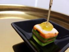 Cubo di grana padano avvolto dalla carota disidratata e crema di fichi