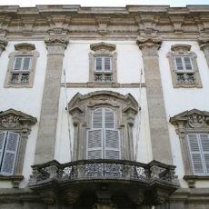Dettaglio facciata barocca Palazzo Cusani